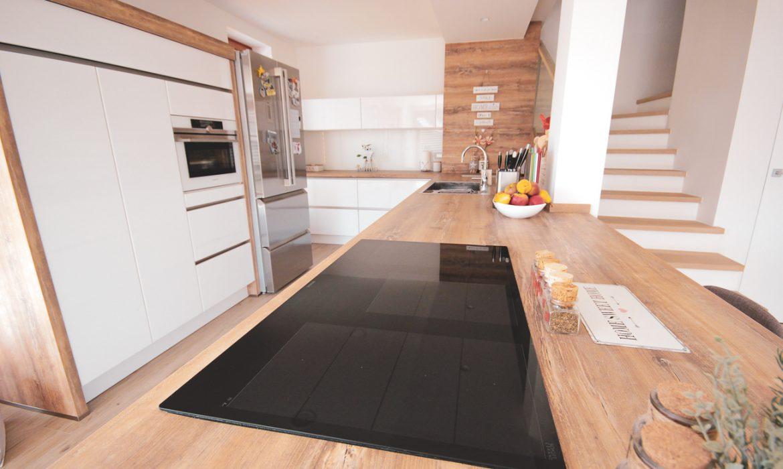 kuhinjski pult in keramična kuhalna plošča