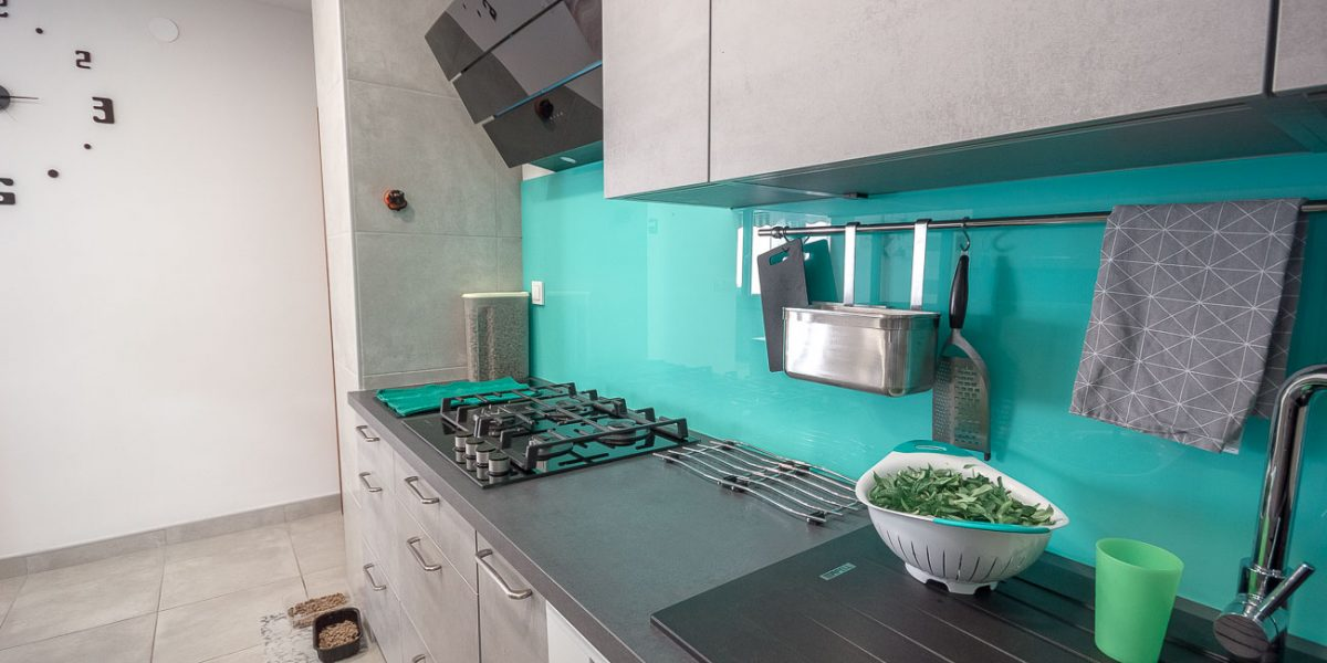 po meri stranke kuhinja siva beton (5)