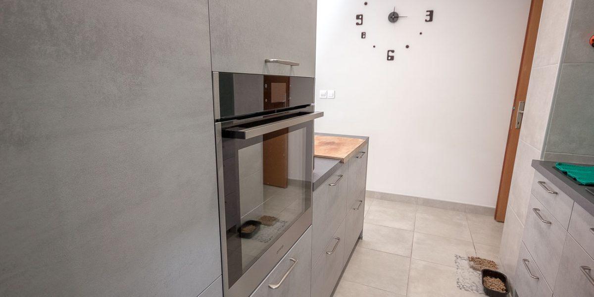 po meri stranke kuhinja siva beton (8)