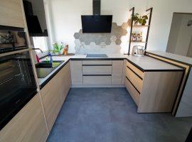 lesena kuhinja razporeditev