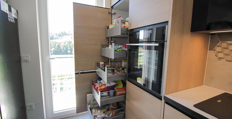 pomicne-police-v-kuhinji-odprto_web