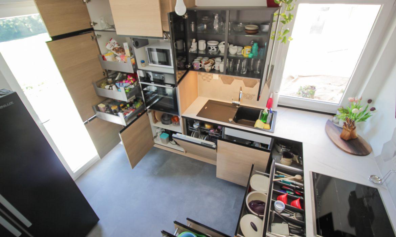 shramba v kuhinji odprto