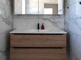 kopalnica-narejena-po-meri-petrino-stanovanje